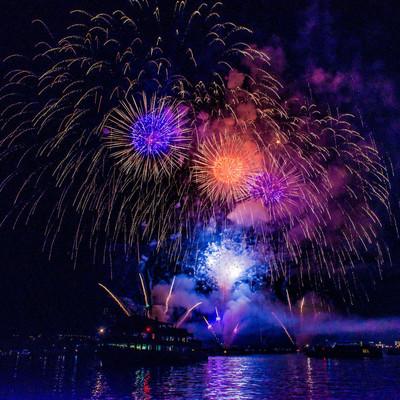 Eindrücke vom Konstanzer Seenachtsfest am 13. August 2016. Schauplätze: Stadtgarten, Rheinbrücke, Seestraße, Hafenareal, Klein Venedig, MS Karlsruhe (Feuerwerk).