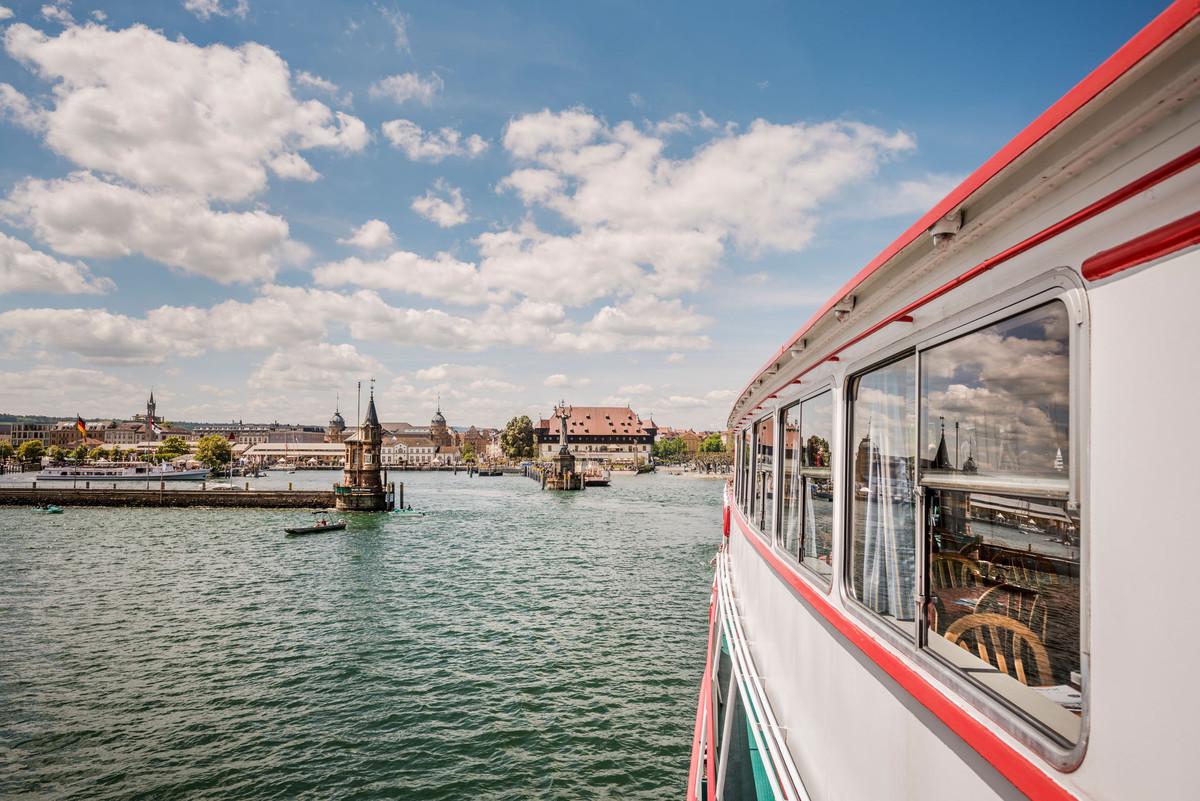 Konstanz-Hafeneinfahrt-vom-Schiff-03_Fruehling_Copyright_MTK-Dagmar-Schwelle