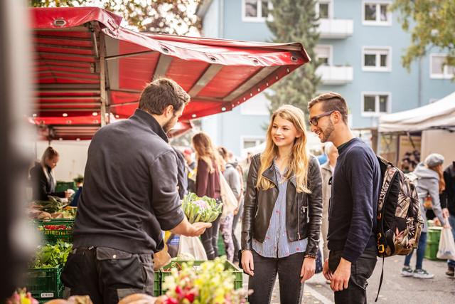 Konstanz-Wochenmarkt-Stephansplatz-Gemuese-01_Herbst_Copyright_MTK-Dagmar-Schwelle