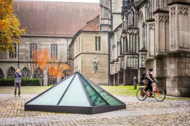 Konstanz-Muensterplatz-Pyramide-02_Herbst_Copyright_MTK-Dagmar-Schwelle
