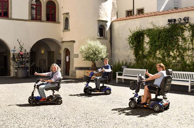 Konstanz-E-Scooter-Elektro-Mobile-Rathausinnenhof-01_Copyright_MTK-Marion-Baumeister