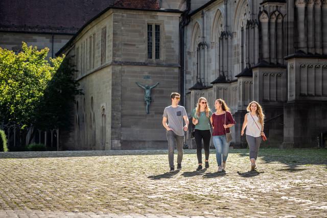 Konstanz-Muenster-unserer-lieben-Frau-Kirche-Architektur-Menschen-09_Spaetsommer_Copyright_MTK-Dagmar-Schwelle