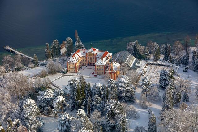 Konstanz-Bodensee-Insel-Mainau-Barock-Schloss-Luftbild-Schnee-02_Winter_Copyright_MTK-Achim-Mende