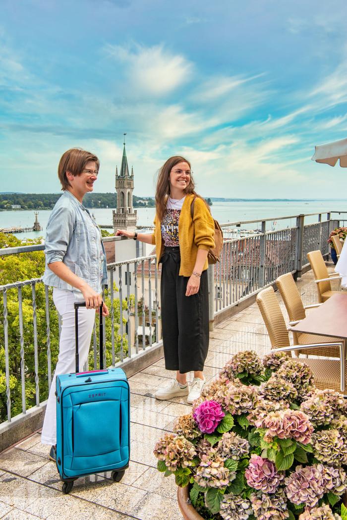 Konstanz_Hotel-Viva-Sky-Dachterrasse-blauer-Himmel_Copyright_MTK_Chris-Danneffel