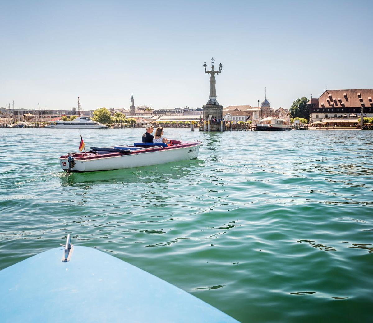 Konstanz-Motorboot-Hafeneinfahrt-03_Sommer_Copyright_MTK-Dagmar-Schwelle