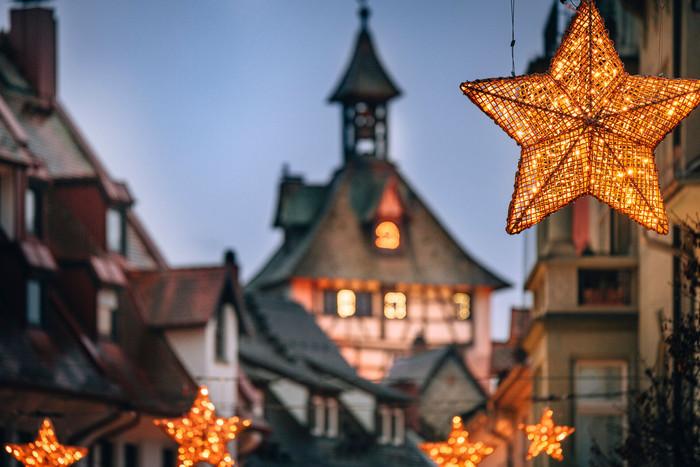 Konstanz-Winter-Weihnachtsbeleuchtung-Schnetztor-Abendstimmung-Innenstadt-01_Winter_Copyright_MTK-Leo-Leister