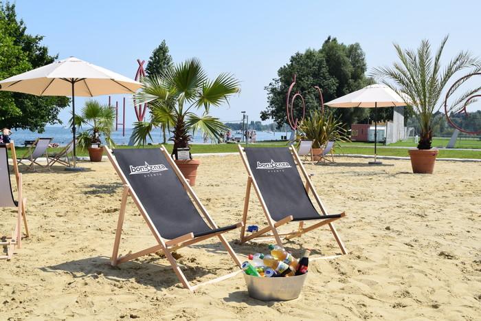 Pm Strandbar mit Liegestühlen 2