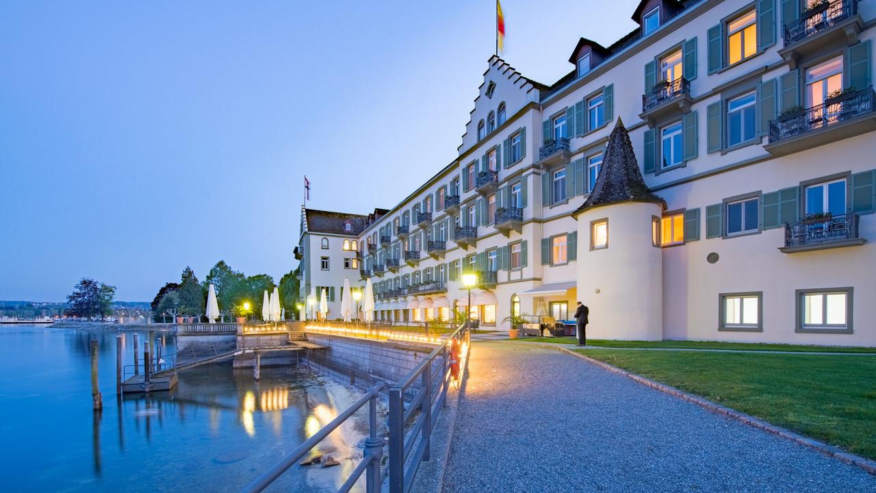 Konstanz_Inselhotel-Biergarten-Terrasse_Abendstimmung_Sommer_Copyright_MTK_Chris-Danneffel