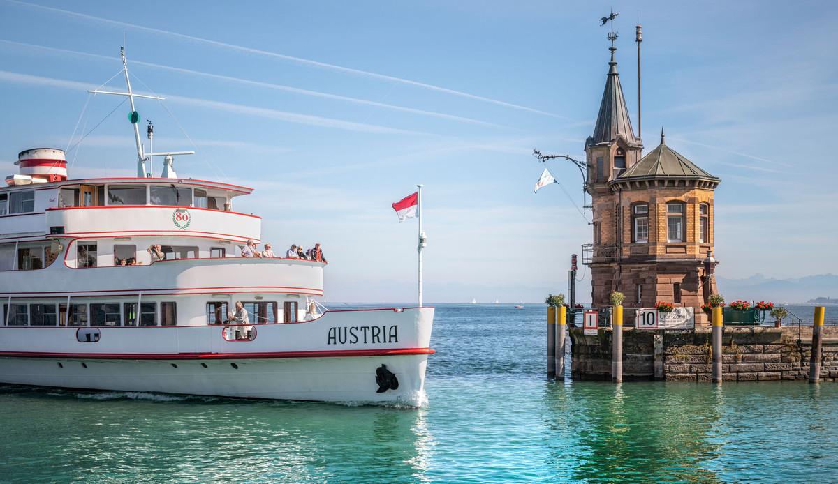 Konstanz-Hafeneinfahrt-BSB-Ausflugsschiff-Bodensee_Copyright_MTK-Dagmar-Schwelle