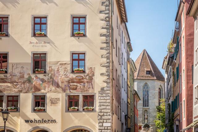 Konstanz-Niederburg-Haeuserfassade-Architektur-Zum-hohen-Haus-Wandmalerei_Copyright_MTK-Dagmar-Schwelle
