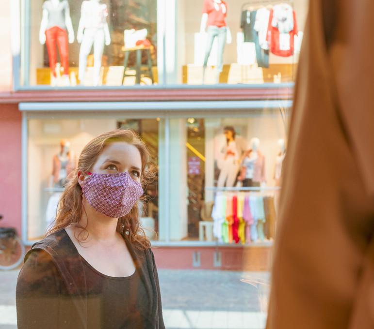 Einkaufen mit Mundschutz in Konstanz am 27.04.2020 für MTK.
