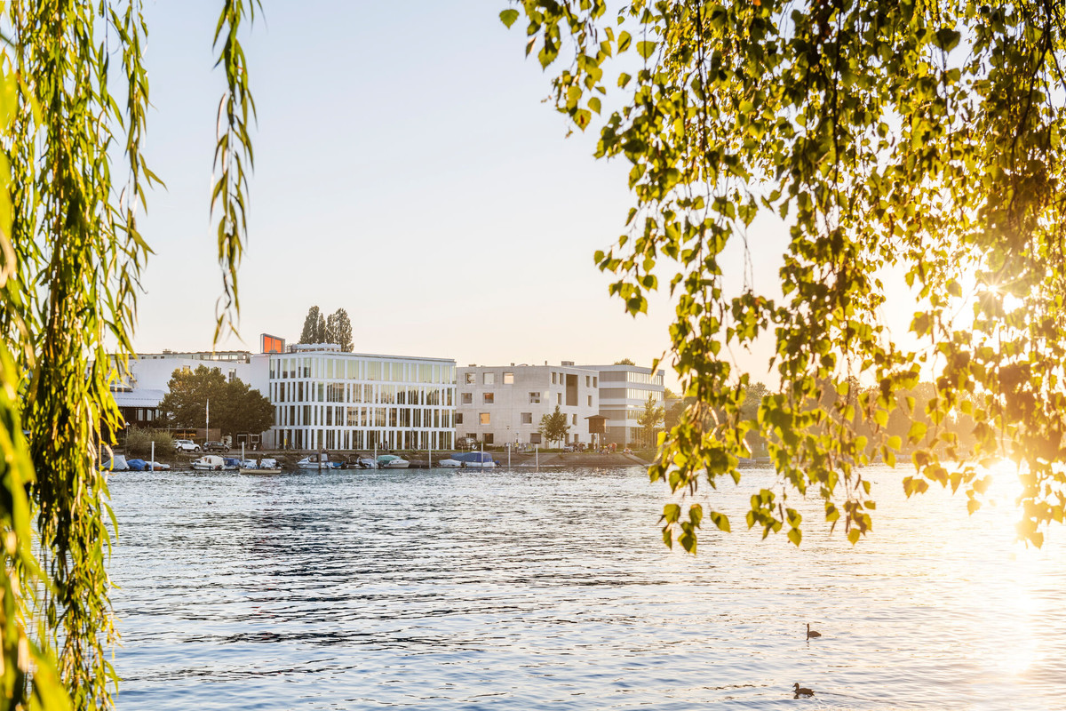 Konstanz-Hochschule-HTWG-Gebaeude-L-Panorama-Architektur-Seerhein-01_Spaetsommer_Copyright_MTK-Dagmar-Schwelle
