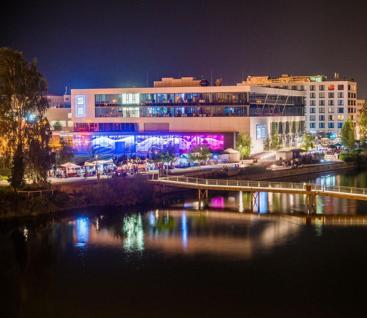 Konstanz-Flohmarkt-Bodenseeforum-Nacht-Lichter-01_Sommer_Copyright_MTK-Chris-Danneffel
