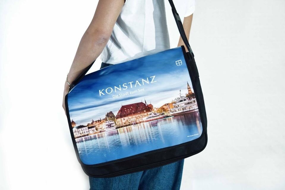 Konstanz-Merchandise-Tasche-Model_Copyright_MTK-Franziska-Heinz