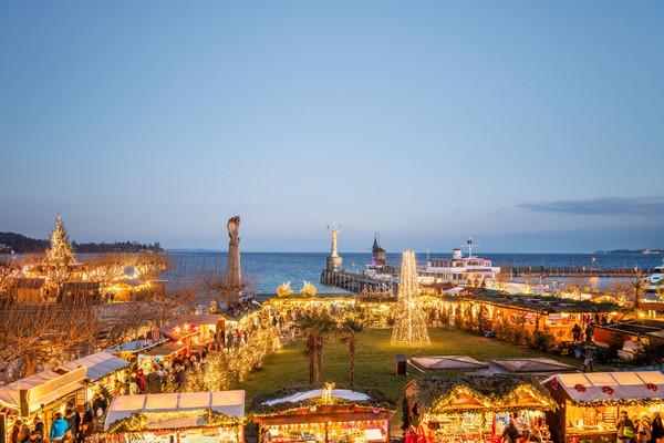 Konstanz-Weihnachtsmarkt-Stadtgarten-Bodensee-Imperia-Hafen-Abenddaemmerung-03_Winter_Copyright_MTK-Dagmar-Schwelle
