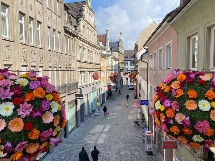 Konstanz-blueht-auf-Flowerballs-Rosgartenstr-10_Copyright_MTK-Christian-Kern