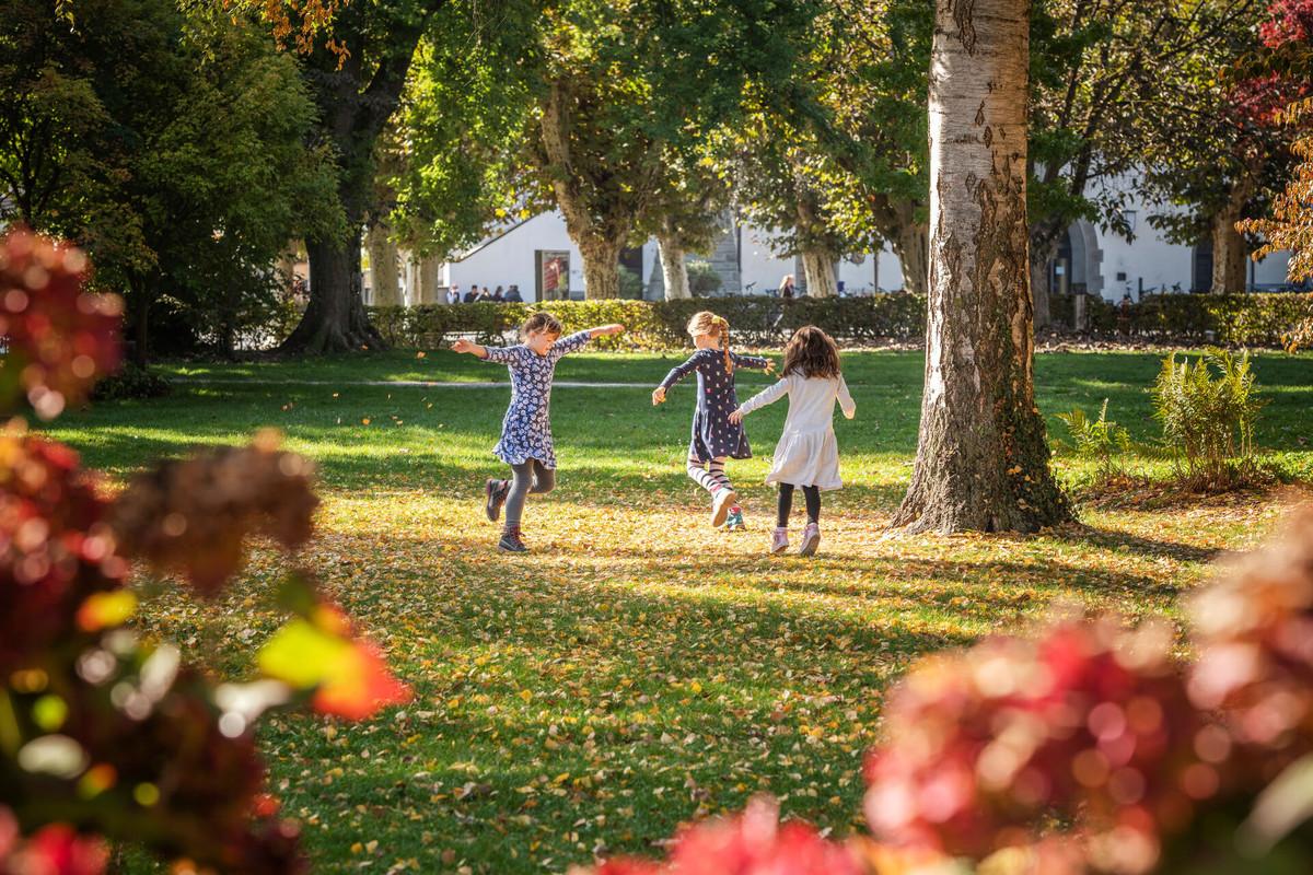 Konstanz-Bodensee-Stadtgarten-Kinder-Spielen-Park-01_Herbst_Copyright_MTK-Dagmar-Schwelle