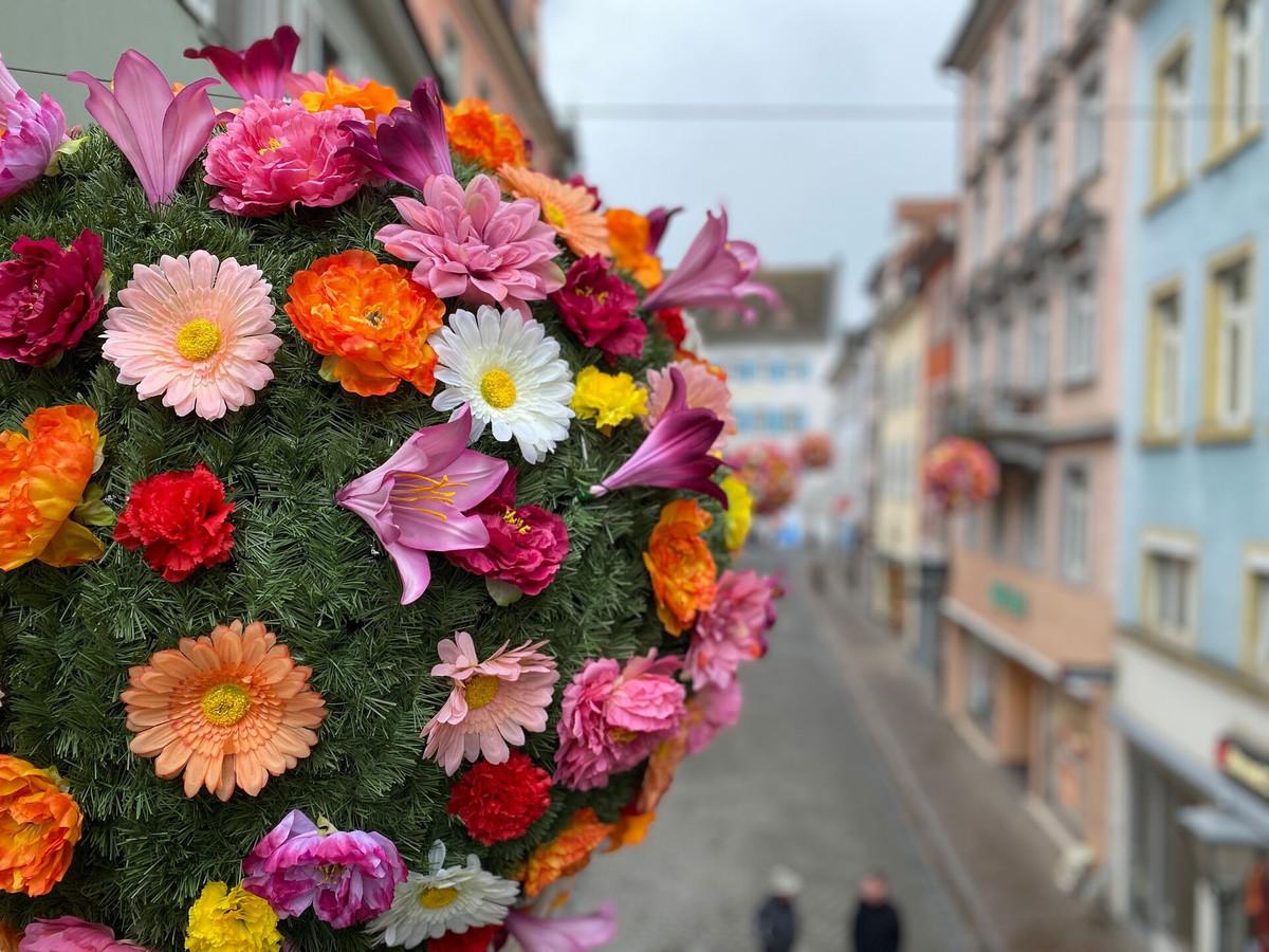 Konstanz-blueht-auf-Flowerballs-Kanzleistr-03_Copyright_MTK-Christian-Kern