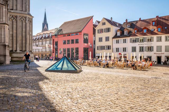 Konstanz-Muensterplatz-Kulturzentrum-Pyramide-Muensterhof-01_Herbst_Copyright_MTK-Dagmar-Schwelle