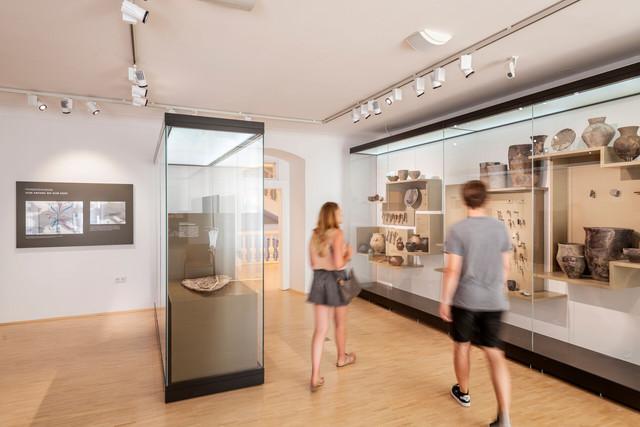 Konstanz-Archaeologisches-Landesmuseum-Vitrinen-02_Spaetsommer_Copyright_MTK-Dagmar-Schwelle