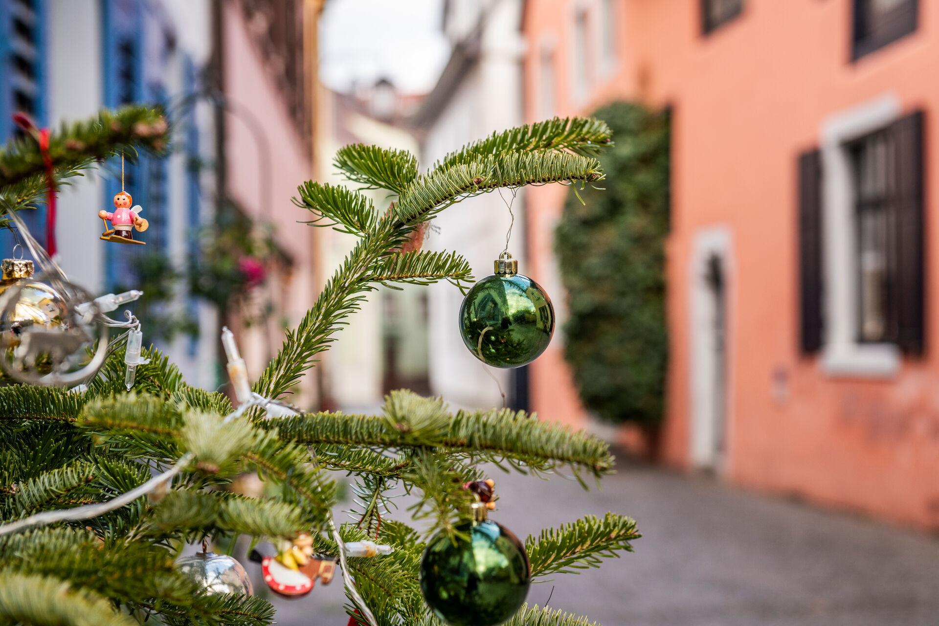 Konstanz-Weihnachtsmarkt-Weihnachtsbaum-Schmuck-02_Winter_Copyright_MTK-Dagmar-Schwelle