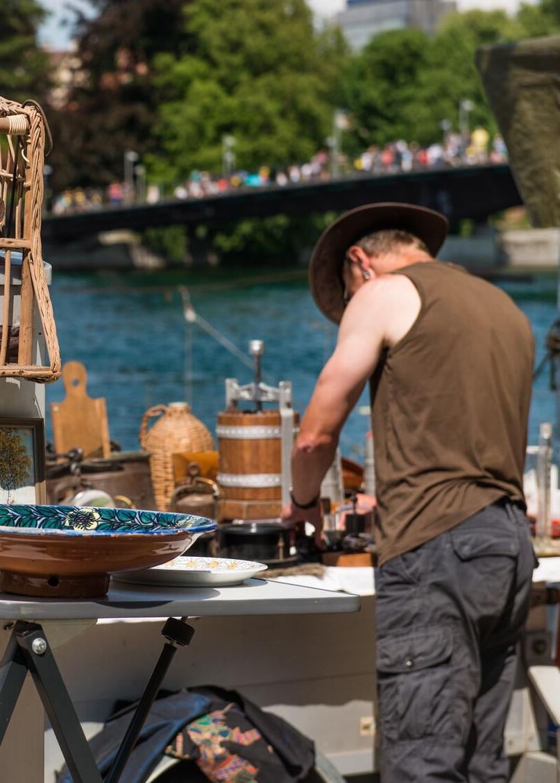 Konstanz-Flohmarkt-Verkaufsstand-Rhein_Sommer_Copyright_MTK-Chris-Danneffel