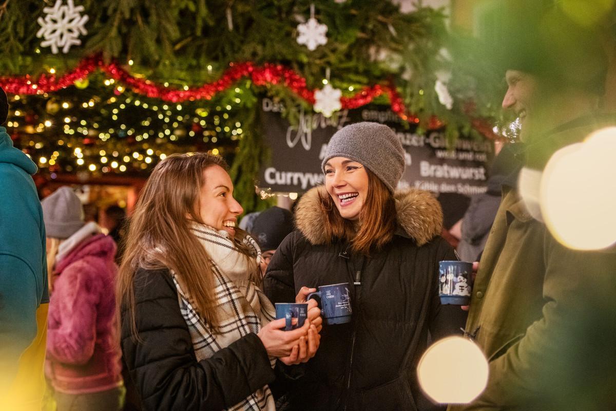 Konstanz-Weihnachtsmarkt-Glühweinstand-02_Winter_Copyright_MTK-Dagmar-Schwelle