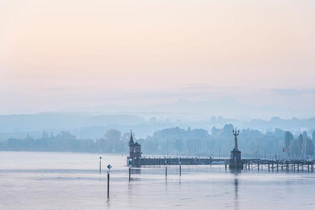 Konstanz-Hafeneinfahrt-Silhouette-01_Herbst_Copyright_MTK-Dagmar-Schwelle
