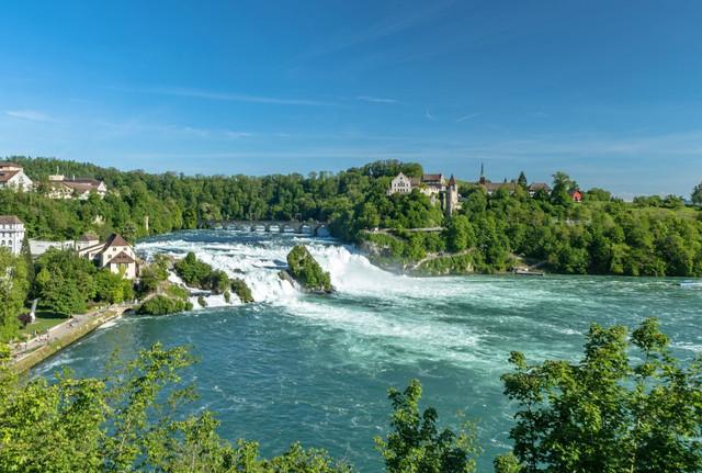 Schaffhausen-Rheinfall-Schloss-Felsen_Copyright_Schaffhauserland-Tourismus-Bruno-Sternegg