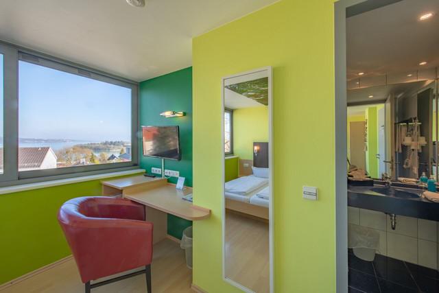 Konstanz-Hotel-KoOno-Zimmer-Sessel_Copyright_MTK-Chris-Danneffel
