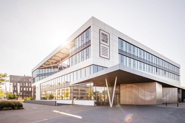 Konstanz-Veranstaltungshaus-Bodenseeforum-Haupteingang-02_Spaetsommer_Copyright_MTK-Dagmar-Schwelle